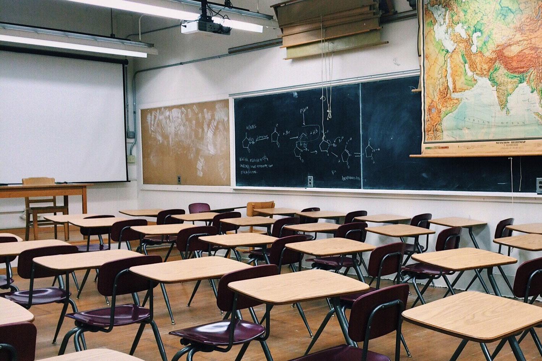 Crevits tegen onbetaalde schoolfacturen